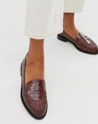 https://us.asos.com/asos-design/asos-design-mantra-loafer-flat-shoes-in-brown-croc/prd/12627866?clr=choc-croc&colourWayId=16436931&SearchQuery=asos%20design%20mantra