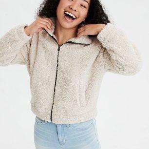 https://www.ae.com/us/en/p/women/hoodies-sweatshirts/classic-hoodies-sweatshirts/ae-fuzzy-sherpa-zip-up-sweatshirt/1456_9455_106?isFiltered=false&nvid=plp%3Acat90048&menu=cat4840004